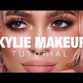 Kylie-Jenner-Makeup-Tutorial-Peachy-Bronze-Smokey-Eye
